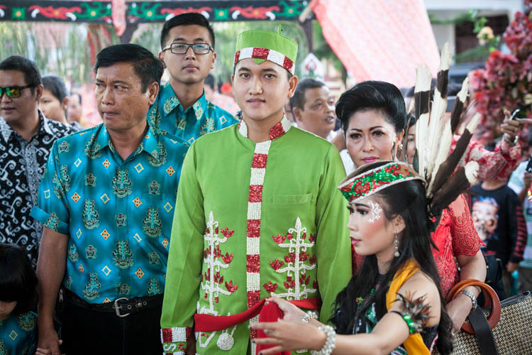 Palangkaraya_Dayak_wedding_20150805_057