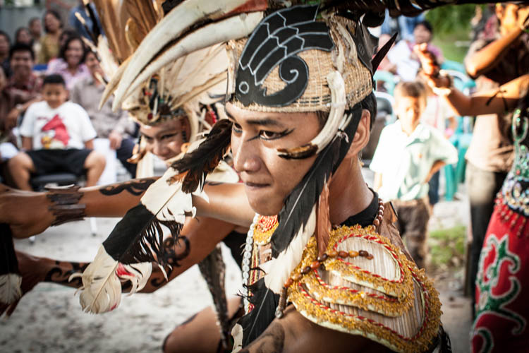 Palangkaraya_Dayak_wedding_20150805_062