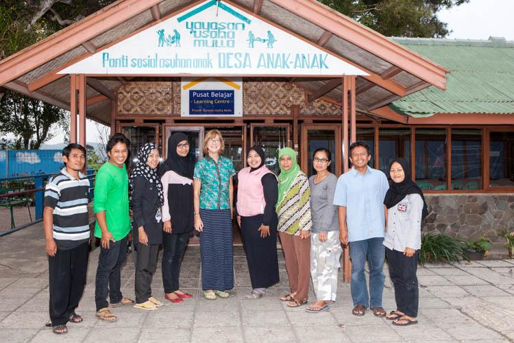 (L to R): Hamdan, Oleh, Heti, Agnes, Karen, Desy, Ibu Tarkiyah, Dian, Pak Samsul, Ita